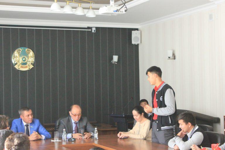 Қалалық маслихат депутаты, кәсіпкер Касымов Ербулатпен кездесу болып өтті